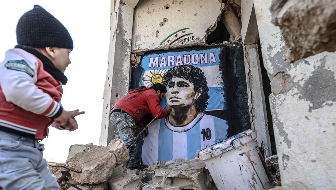 Maradona'nın resmi İdlib'de yıkılan bir evin duvarına çizildi