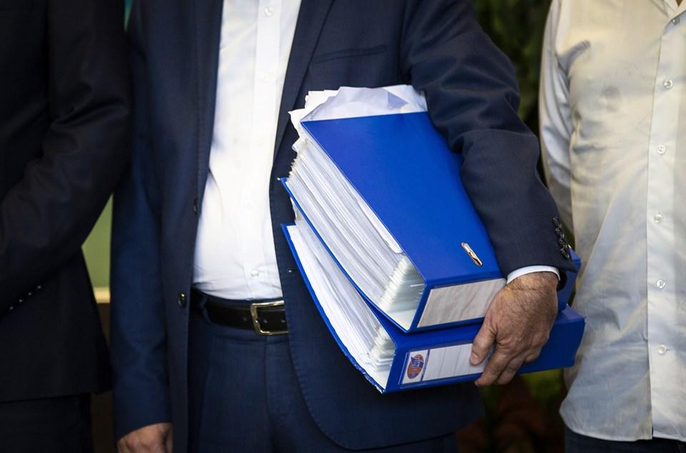 Toplanan imzalar iki dosyada getirildi.