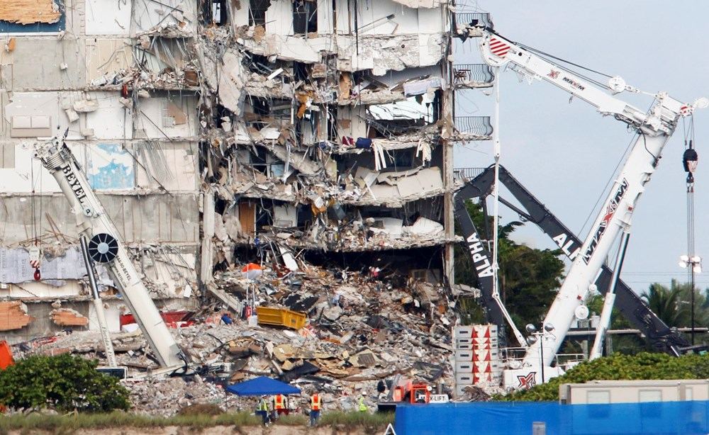 Biden visited: Race against time in collapsed building - 6