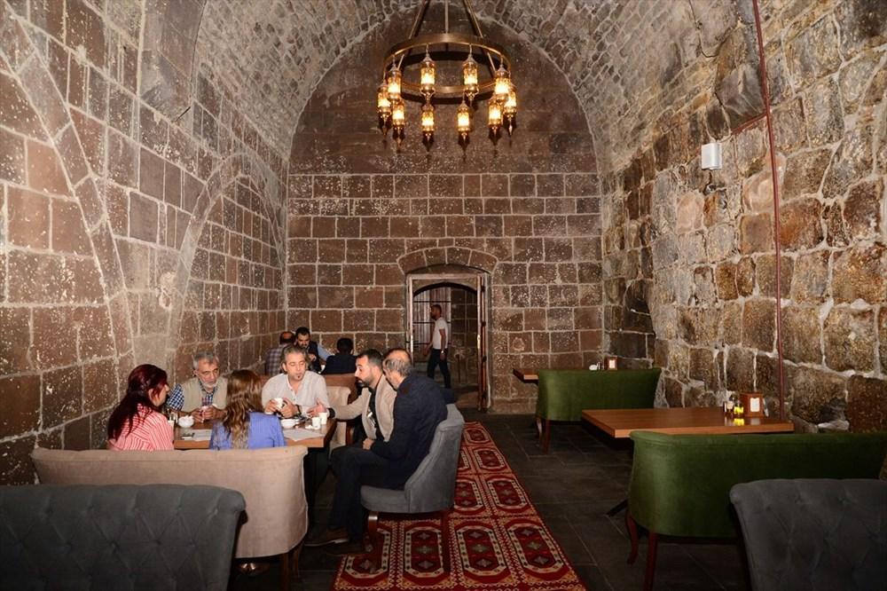 Bitlis'te 5 asırlık han ziyaretçilerini zamanda yolculuğa çıkarıyor - 8