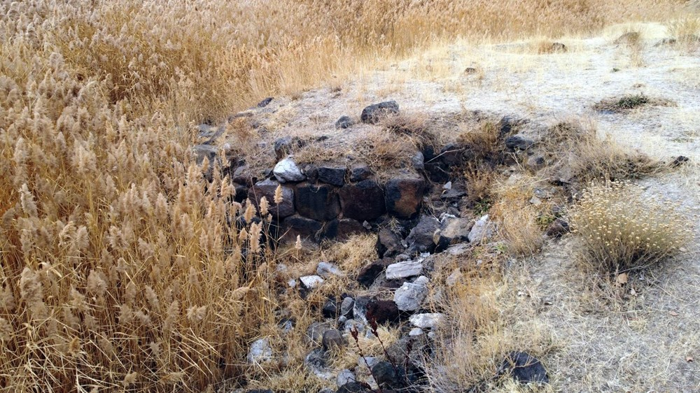 Van Gölü çekilince Urartular dönemine ait liman kalıntıları ortaya çıktı - 9