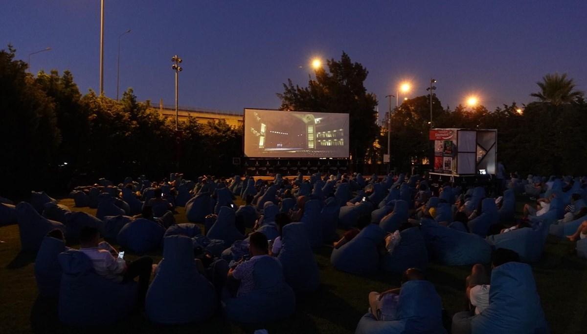 İzmir'de açık havada sinema keyfi