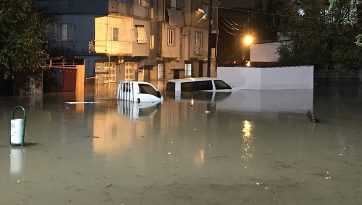 Adana'da sulama kanalı taştı