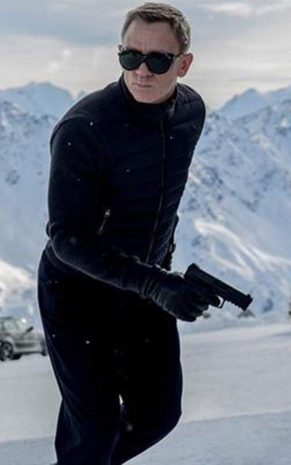 Serinin sonfilminde oynayan Daniel Craig, 4. kez James Bondoldu.