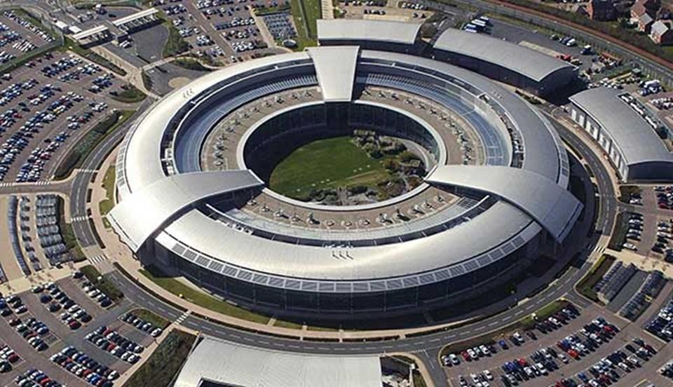 Birleşik Krallık'a bağlı Dijital İletişim ve İstihbarat Kurumu GCHQ bu binadan yönetiliyor.