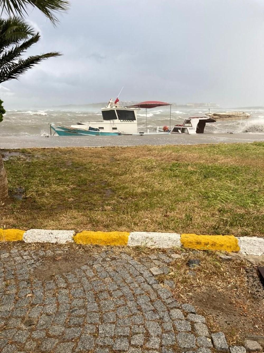 Ayvalık'ta fırtına: 20 tekne battı - 12