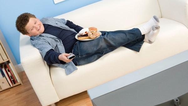 Uzmanlar uyardı: Çizgi filmler çocukları obez yapabilir!
