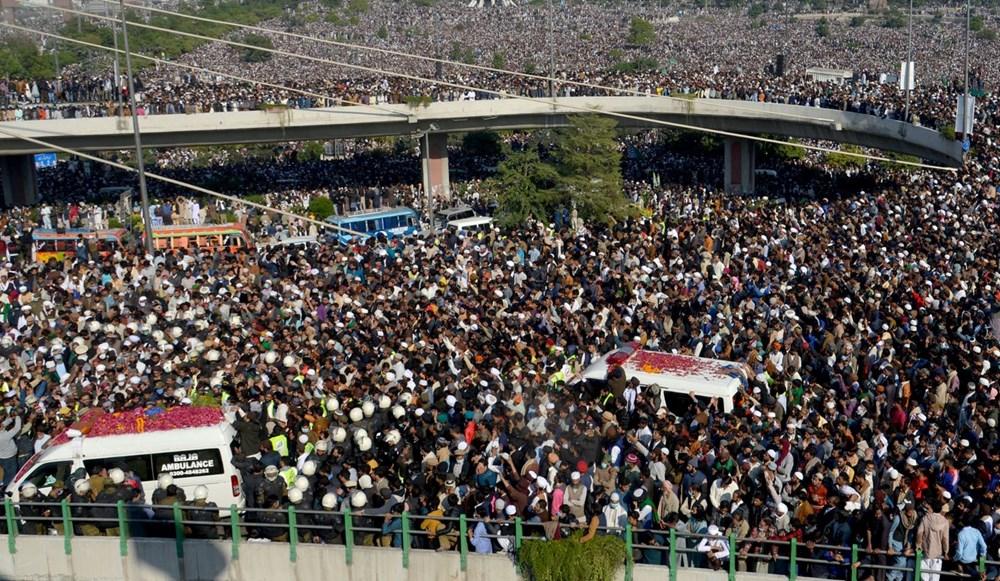 Pakistan'da on binler cenazeye katıldı - 15