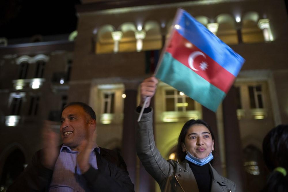 Azerbaycanlılar, Dağlık Karabağ'da varılan anlaşmayı coşkuyla kutluyor - 7