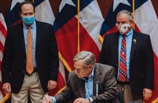 Maske düzenlemelerini yasaklayan Teksas Valisi Covid-19'a yakalandı