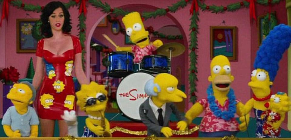 Katy Simpsons'taki Moe, Lisa, Bart, Bay Burns, Homer, Marge ve Maggie ile beraber 39 Days of Christmas'ın eğlenceli bir versiyonunu söyledi
