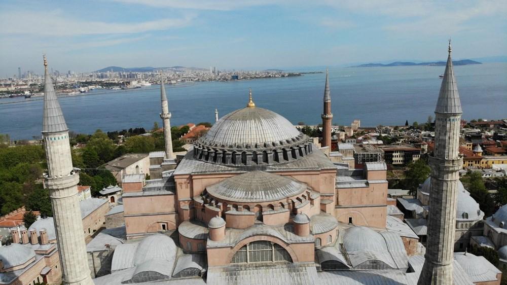 Ayasofya Camii'ne 87 yıl sonra ilk mahya asıldı - 2