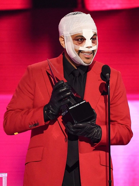 The Weeknd yüz bandajı kullanmasının nedenini açıkladı - 4