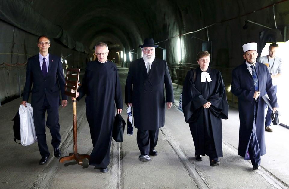 Tünelin açılışına din adamları da katıldı.