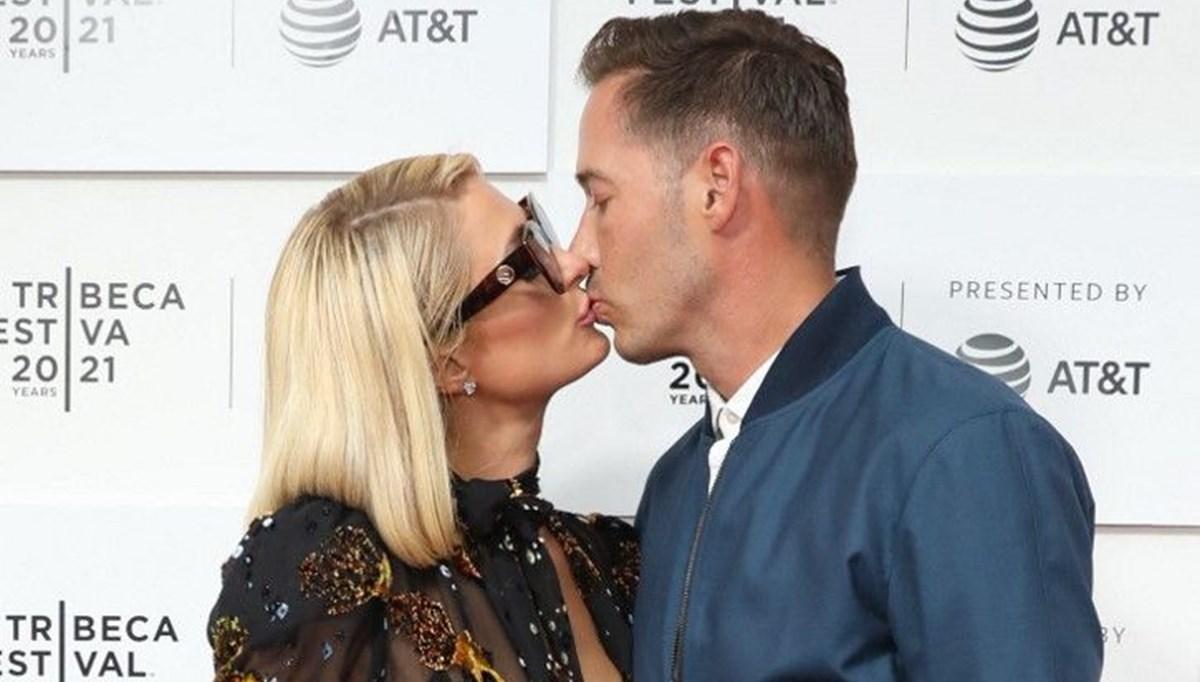 Paris Hilton nişanlısıyla This Is Paris belgeselinin galasında
