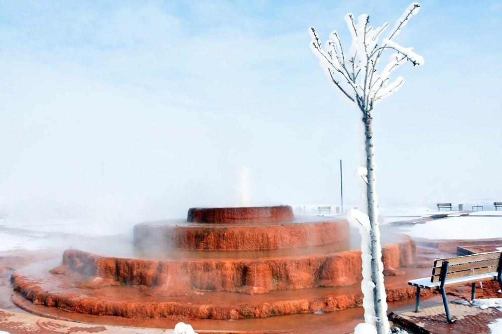 Sivas Altınkale'de buz ve ateşin karşılaşması! 45 derece su, 50 metre sonra buz tutuyor - 1