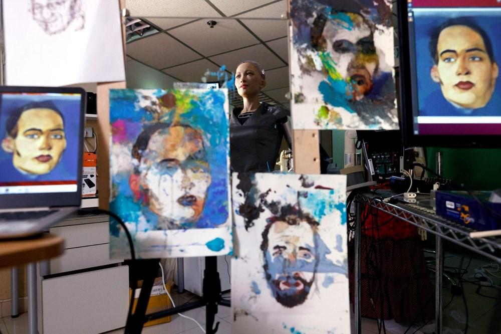 Robot Sophia'nın yaptığı tablo 688 bin 888 dolara satıldı - 8