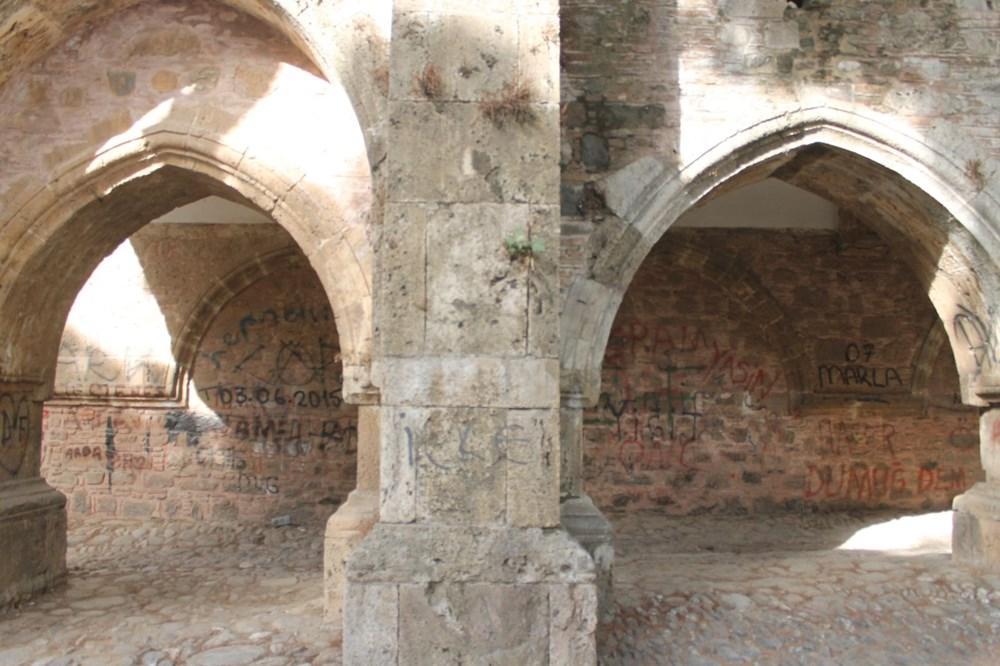 2,5 asırlık tarihi Cihanoğlu Külliyesi karalama duvarı haline geldi - 4