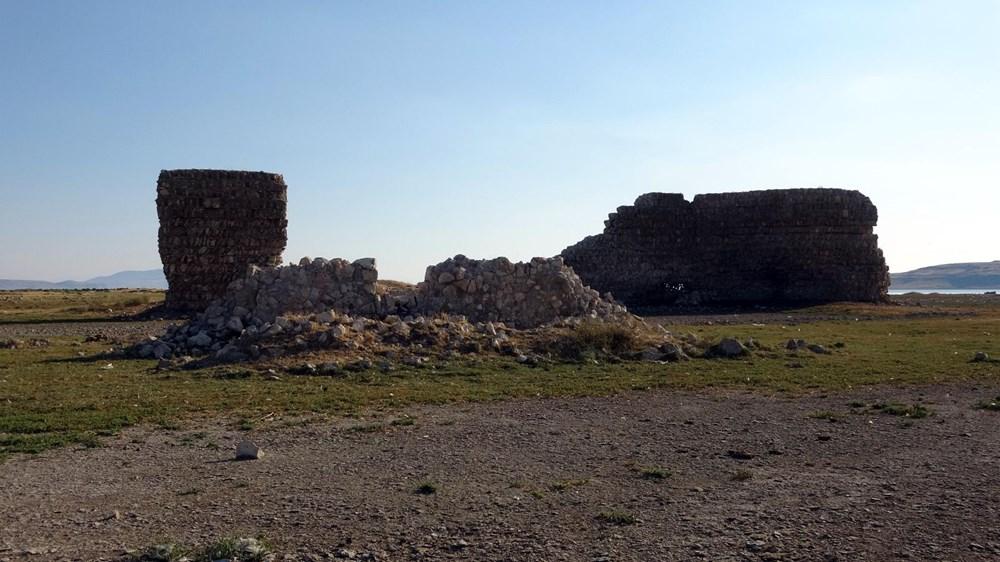 Van Gölü'nde sular çekilince tarihi Erciş Kalesi ortaya çıktı - 6