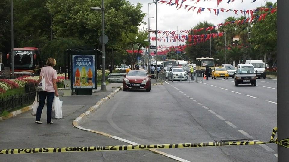 Ekipler, Bursa plakalı terk edilmiş otomobilin çevresini güvenlik şeridiyle kapattı.