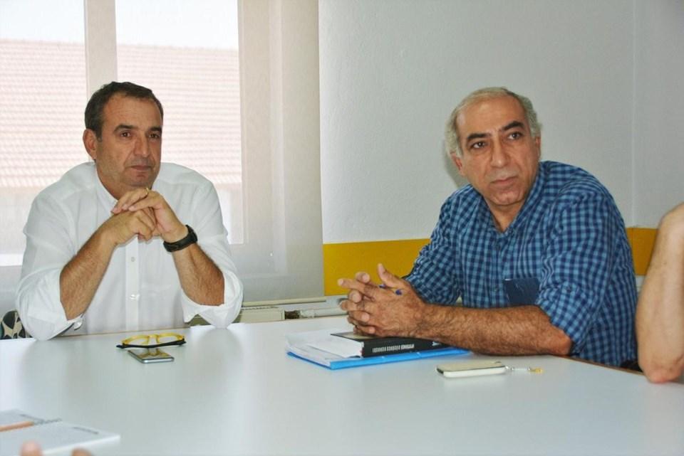 Ayvalık Belediye Başkanı Rahmi Gençer (solda), Kent Konseyi Başkanı Ahmet Üzgeç