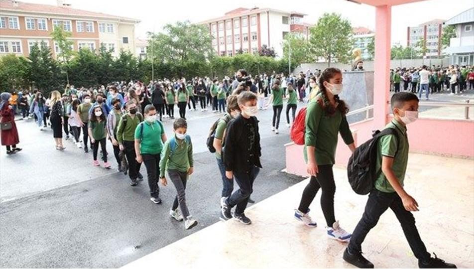 Artan vaka sayısı okulların açılış tarihini etkiler mi? (Bakan Selçuk yanıtladı)
