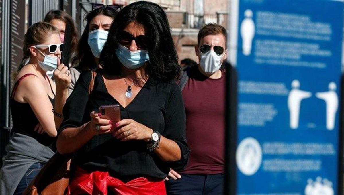 İtalya'da açık alanlarda maske zorunluluğu kaldırılıyor