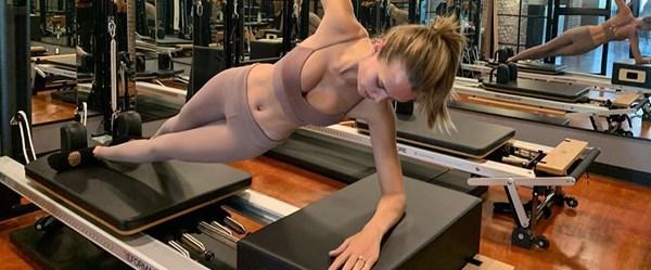 Josephine Skriver form tutuyor (Spor yapan ünlüler)