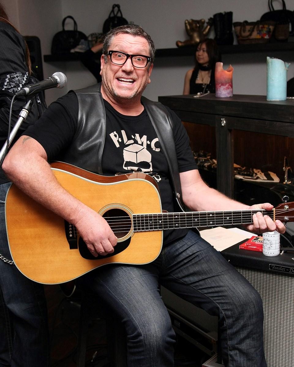 65 yaşındaki Steve Jones, Sex Pistols'ın dağılmasından sonra eski grup arkadaşı Paul Cook ileThe Professionals'ı kurdu.