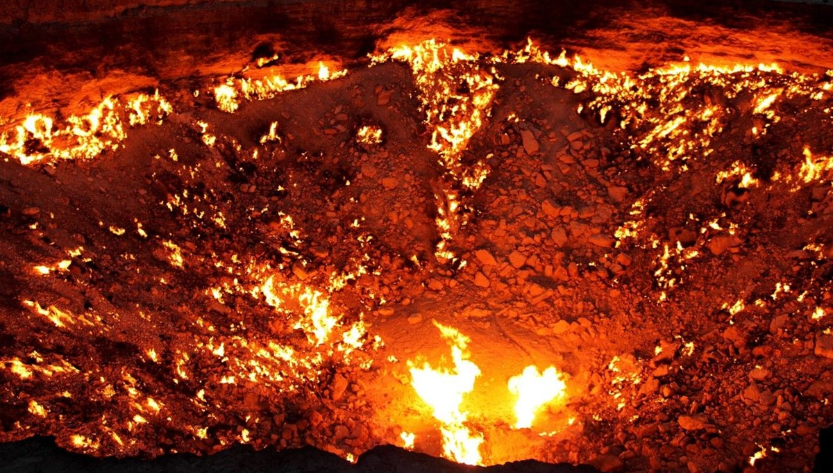 Cehennem Kapısı 50 yıldır 400 derecelik ateşle yanıyor: İnsan hatasının dünyadaki en somut örneklerinden biri