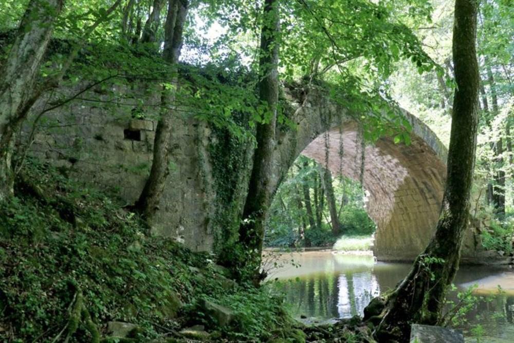 İki ülkeyi birleştiren Osmanlı köprüsü - 5