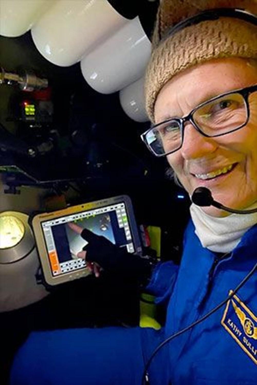 Uzayda yürüyen ilk ABD'li kadın astronot yeniden tarih yazdı - 6