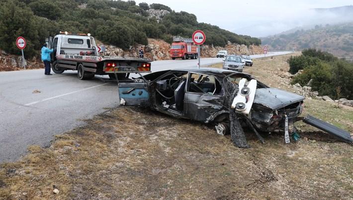 Isparta'da baba ve oğlu trafik kazası kurbanı
