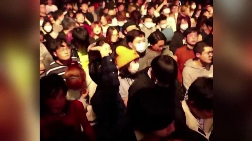 Wuhan'da gece hayatı: Partilere tepki yağıyor - 10
