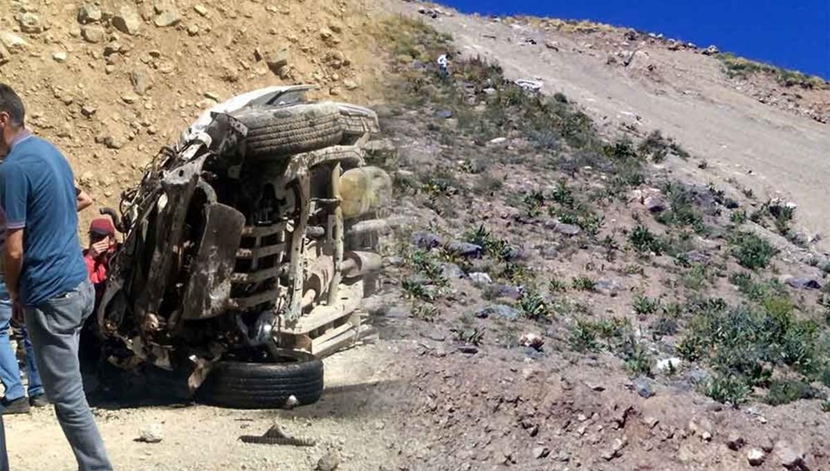 Öğretmenleri taşıyan araç uçurumadevrildi: 6 ölü