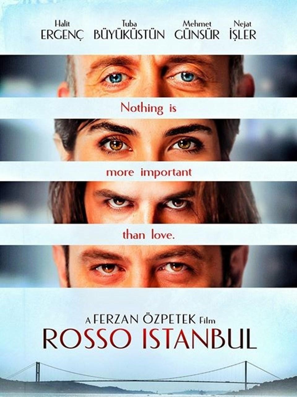 """Ferzan Özpetek imzalı """"İstanbul Kırmızısı""""nda Tuba Büyüküstün, Halit Ergenç, Mehmet Günsür, Nejat İşler, Serra Yılmaz, Zerrin Tekindor gibi birçok ünlü ve usta oyuncu rol alıyor. Yarın vizyona girecek filmde Londra'da yaşayan Orhan'ın, yönetmen Deniz'in kitabındaki karakterlerle tanışmak üzere İstanbul'a gelişi ve sonrasında gelişen olaylar anlatılıyor."""