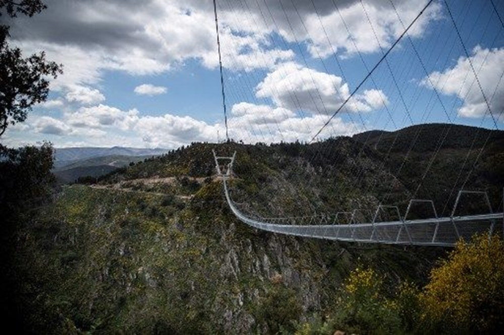 Yayalara özel en uzun asma köprü açıldı - 1