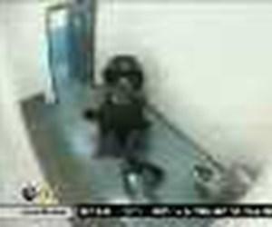 14 yaşındaki kızı hapiste dövdüler