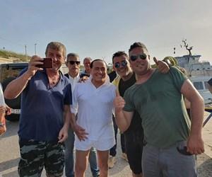 Bertlusconi-a-Lampedusa.jpg