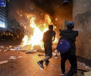 hong kong çin protesto041019.jpg