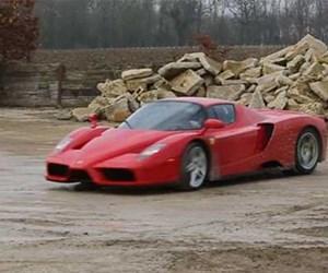 Ferrari'sine acımadı