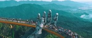 Vietnam'daki altın köprü ziyaretçi akınına uğruyor