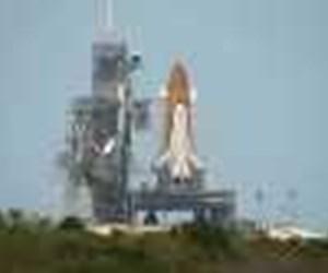 Atlantis'in kalkış füzeleri Dünya'ya düşerken