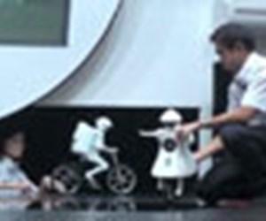 Bisiklet kullanan robotlar