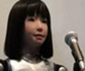 Şarkı söyleyen robot