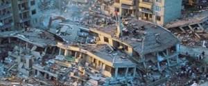 depremin-isimsiz-mezarlari-yurekleri-burkuyor-6384854_3987_o