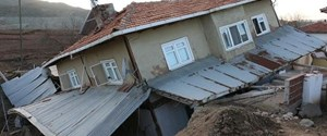 bolu-da-heyelan-nedeniyle-hasar-goren-evler-bosaltildi-1513101209