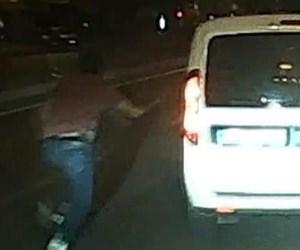 polisler-trafikte-tartisirken-gozaltindaki-supheli-ekip-araciyla-kacti_2330_dhaphoto4.jpg