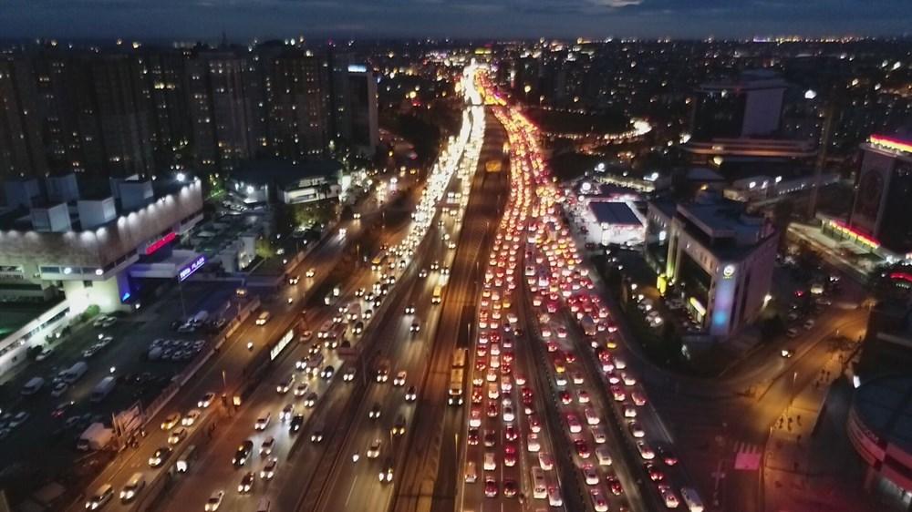 Hafta sonu kısıtlaması öncesi İstanbul trafiği kilit - 12