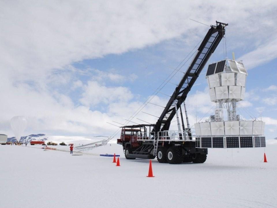 NASA 17 yıl önce projeye 35 milyon dolar fon sağlayarak Antarctic Impulsive Transient Antenna (ANITA) isimli projenin ana sponsorlarından birisi olmuştu.